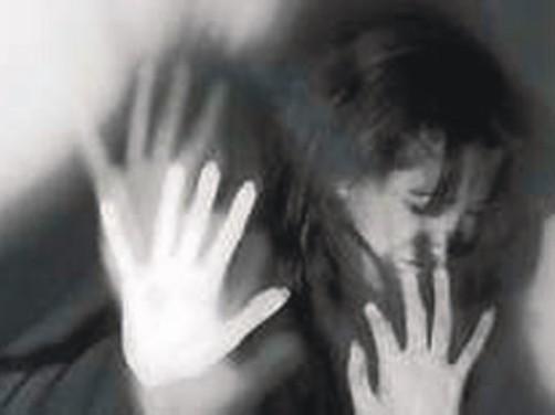 تجاوز گروهی به زن جوان مقابل چشمان شوهرش/4 مرد شیطان صفت با شکایت آتنا دستگیر شدند