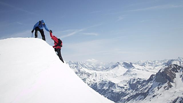 ماجرای گرفتار شدن کوهنوردان در ارتفاعات پوشیده از برف آستارا