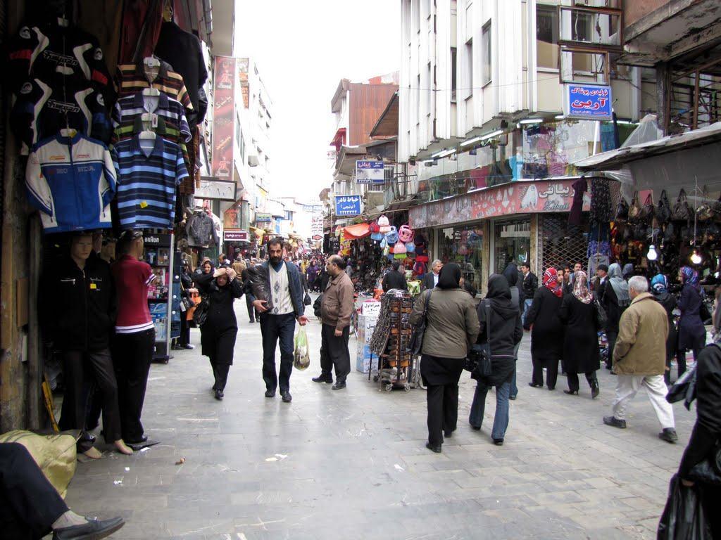 شهرداری رشت با دستفروشان مذاکره کند/ساماندهی دست فروشان زمان بر است