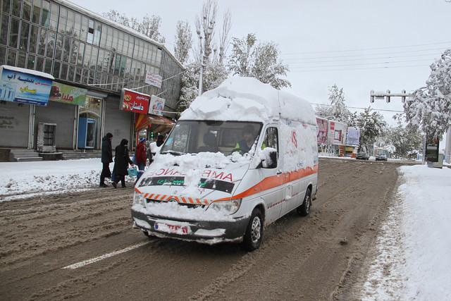 انجام 300 مأموریت اورژانس در خلال بارش سنگین برف/200 نفر در بیمارستان های گیلان بستری شدند
