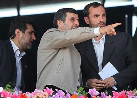 چرا احمدی نژاد را جلوی بیگانگان مسخره می کنید؟/عده ای دوست دارند مردم کاسه چه کنم چه کنم دستشان بگیرند/یارانه را 190 هزار تومان می کنیم!