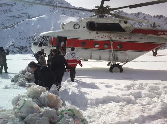 توزیع هوایی۲۰۰ سبدغذایی در مناطق سخت گذر گیلان