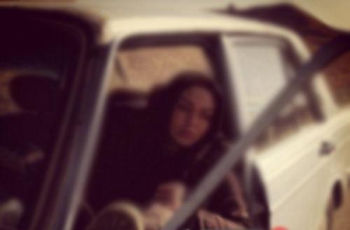 دختر تهرانی با پیکان و بلوز آستین کوتاه به شکار پسران جوان می رفت