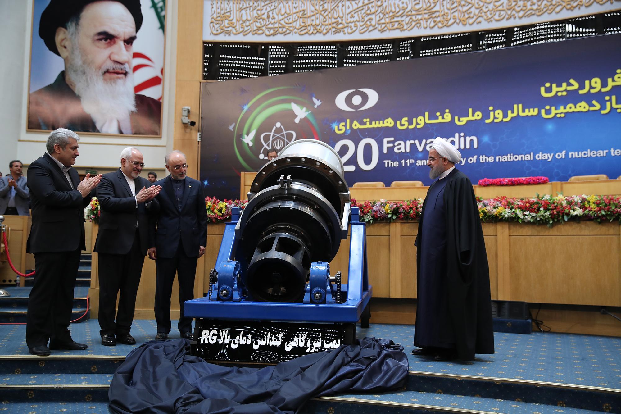 رونمایی دو دستاورد سازمان انرژی اتمی و سه مرکز مهم هسته ای توسط رئیس جمهور