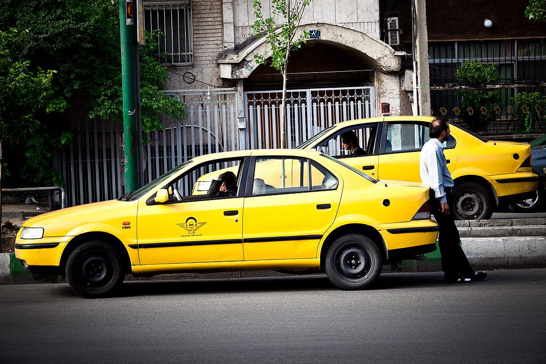 شناسایی ۶ هزار تاکسی با عمر بالا در شهر رشت/برای مسافرکش های غیررسمی در شهر رشت برنامه ریزی شود