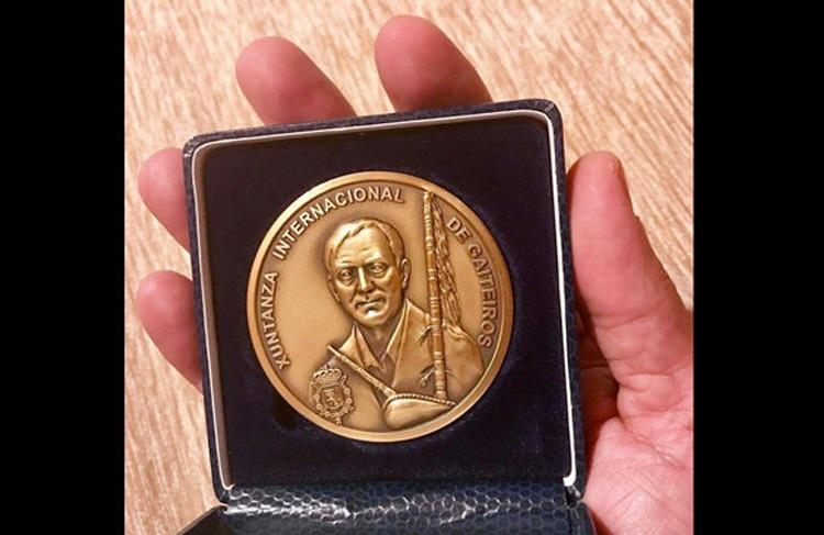 حراج مدال محسن شریفیان برای معالجه یک نوازنده هرمزگانی