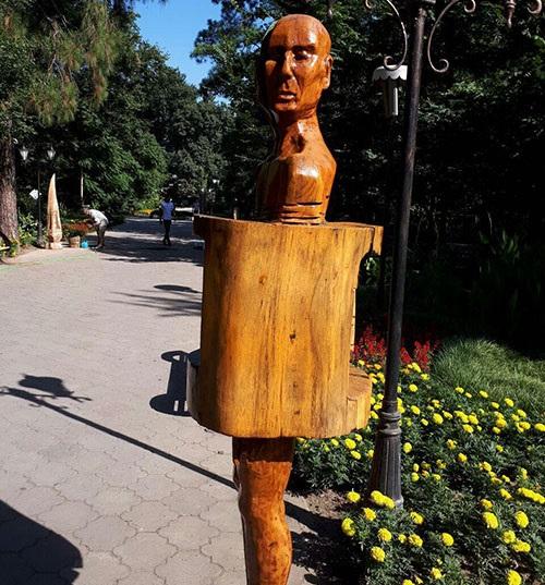 مجسمه های چوبی بوستان مفاخر رشت زنده شدند