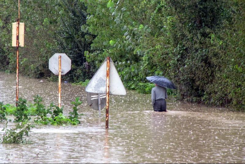 پیش بینی افزایش شدت بارندگی و بارش 200 میلی متر باران برای امروز/مردم وارد حاشیه رودخانه ها نشوند