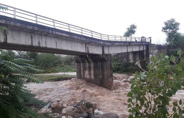 پل روستای کلفت شهرستان فومن تخریب شد