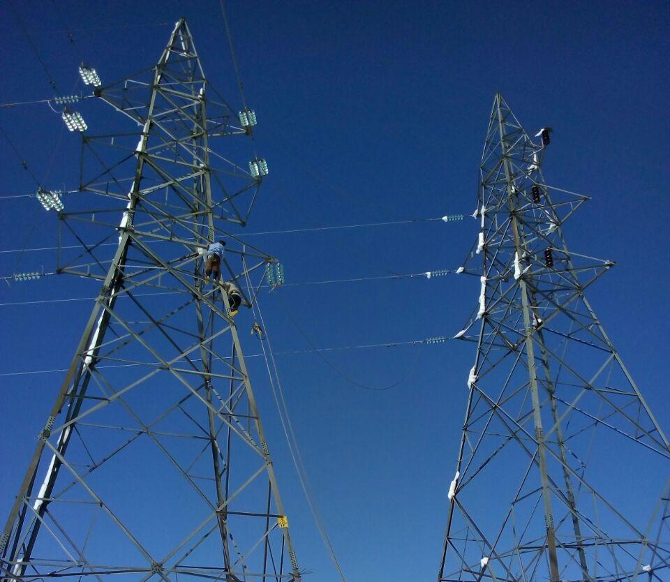 شستشوی 7064 مقره آلوده خطوط فشار قوی برق