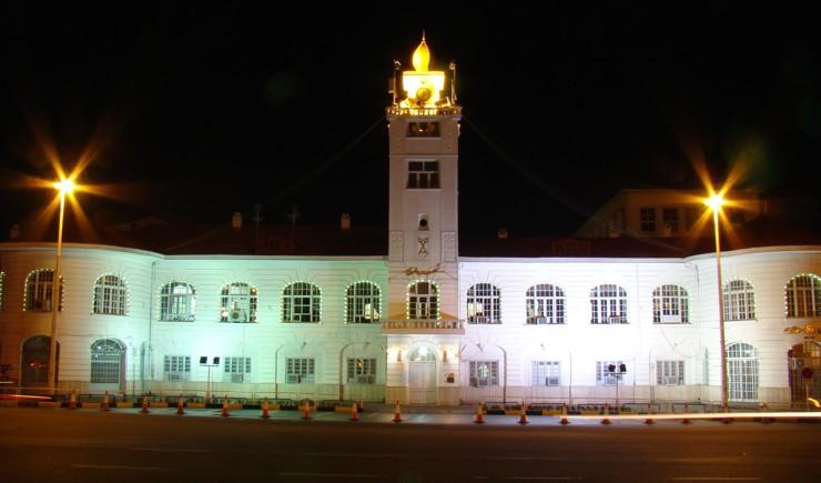 ساختمان قدیمی شهرداری به خانه گفتمان شهر تبدیل می شود/احیای پل تاریخی چمارسرا و خانه مشروطه در سال 98