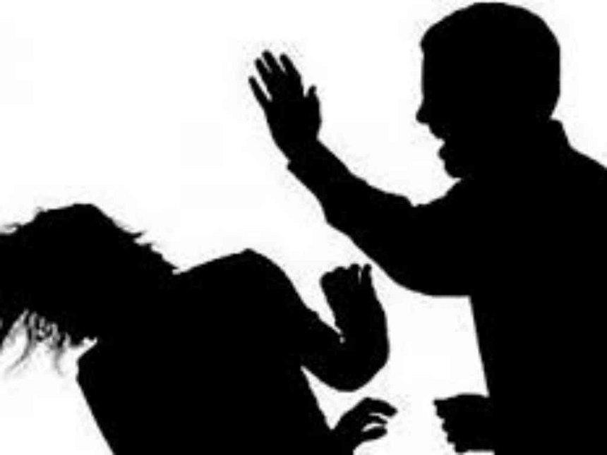 بازیگر مشهور به خشونت خانگی متهم شد