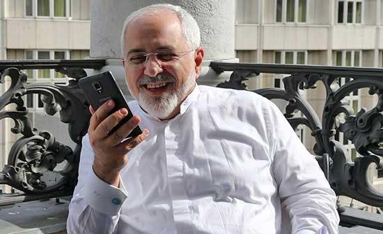 موبایلم هنگام مذاکرات به خاطر شنود مثل اتو داغ میشد/رابطهام با رهبری مرید و مرادی است/فیلترشکن ندارم و برای هر توئیت 2 ساعت زمان صرف می کنم