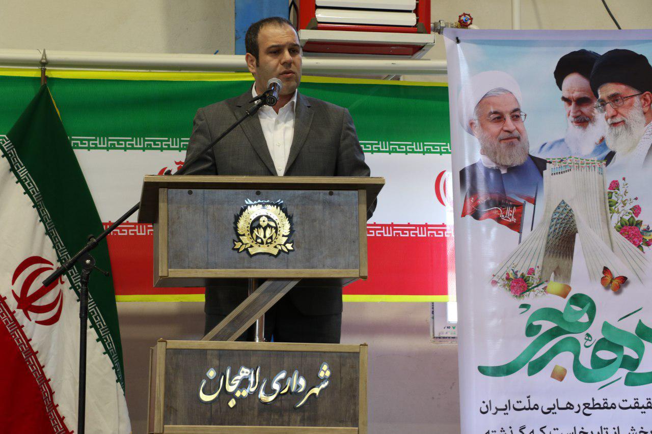 مردم شهر لاهیجان شایسته بهترین ها هستند/بودجه 97 لاهیجان را با افزایش 77 درصدی تقدیم شورا کردیم