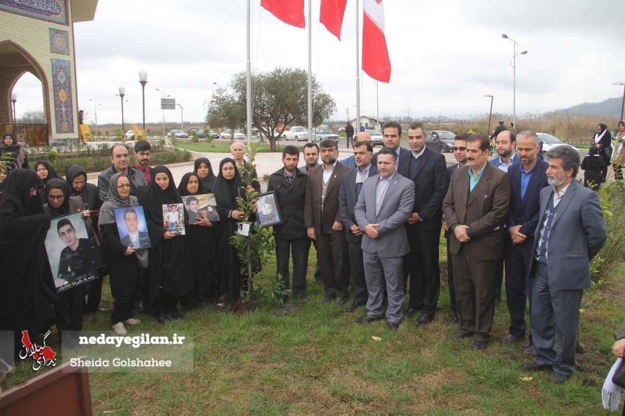 گزارش تصویری کاشت نهال ایثار توسط خانواده اهداکنندگان عضو در لنگرود