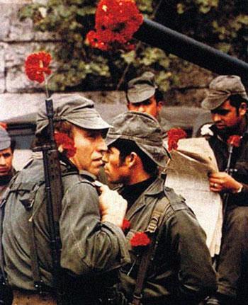 در مورد انقلاب گل میخک چه می دانید؟/روایتی جالب و خواندنی از آنچه که پرتغال امروزی را ساخت