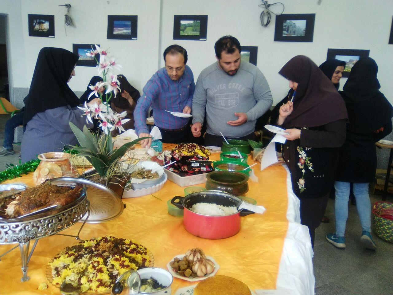 جشنواره غذاهای بومی محلی در دانشگاه پیام نور لنگرود برگزار شد