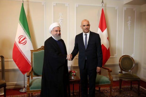 هدف واقعی آمریکا از تحریم، فشار به زندگی مردم است/ملت ایران هیچگاه در برابر فشار خارجی زانو نمی زند