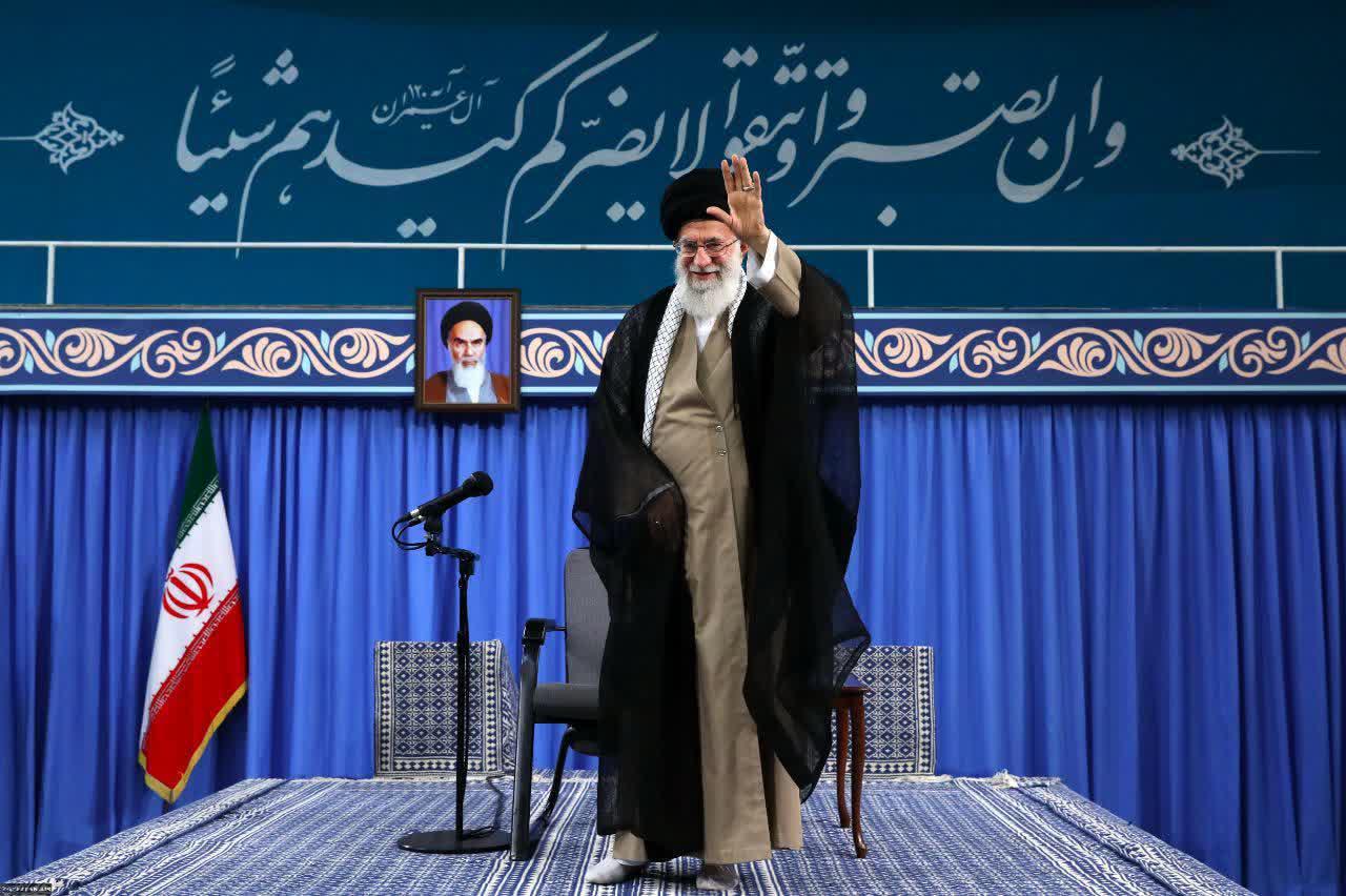 میرزاکوچک خان یک واحد مینیاتوری از جمهوری اسلامی را در رشت به وجود آورده بود