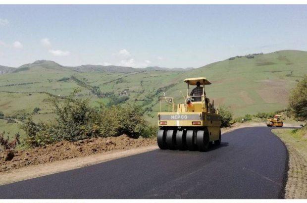 بهره برداری از یک پروژه آسفالت راه روستایی در  شهرستان آستارا