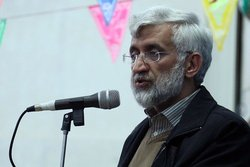 ایران در خارج از مرزها هم از آرمانهای خود دفاع میکند|دشمن از برد موشکهای بالستیک ایران واهمه دارد