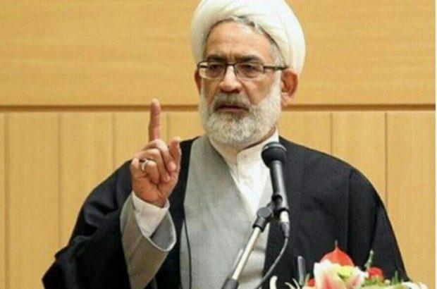 می گوییم فضای مجازی باید کنترل شود اما روحانی مخالف است/رئیس جمهور می گوید مردم آزاد هستند