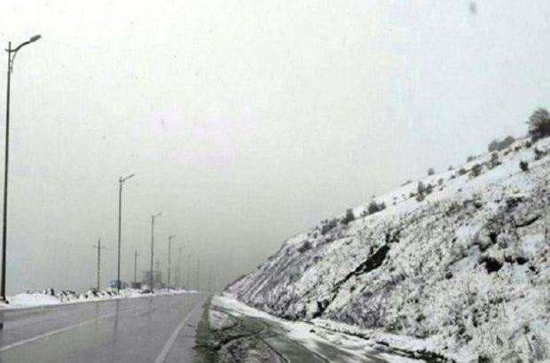 بارش باران در اکثر محورهای گیلان/بارش برف در محور اسالم-خلخال