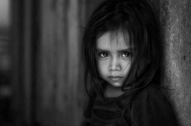توزیع بسته غذایی در بین کودکان دچار سوء تغذیه در گیلان/مادران شیرده نیازمند تحت حمایت کمیته امداد قرار می گیرند