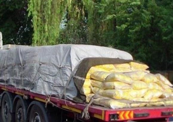 کشف محموله 2 میلیاردی شکر قاچاق در رشت