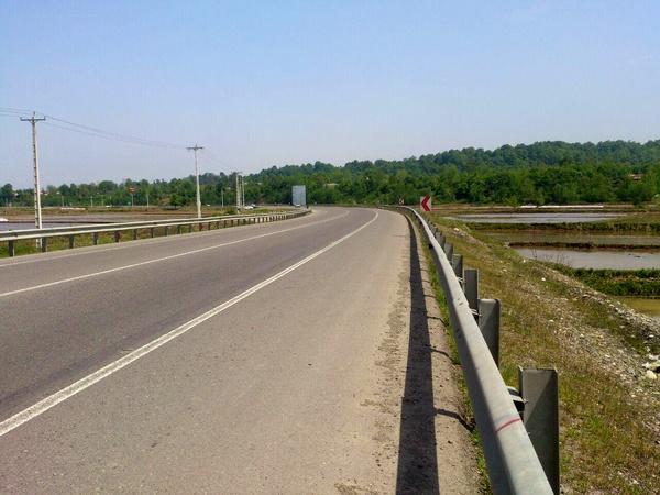 بهره برداری از  محور سراوان-سنگر- سياهكل تاثیر مهمی در توزیع ترافیک استان می گذارد/برای تأمین مصالح پروژه ها با مشکل روبرو هستیم