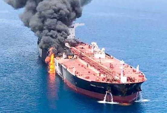 ماجرای حمله به نفت کش ها در دریای عمان چیست؟/حمله به نفت کش ها با چه هدفی انجام شد؟