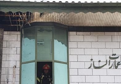 شعله ور شدن دیوار عایق کاری شده در رشت حادثه ساز شد/مهار حریق ساختمان دو طبقه در بلوار شهید کوچکی