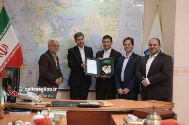 اعطای حکم انتصاب شهردار جدید رشت توسط معاون عمران و توسعه وزیر کشور