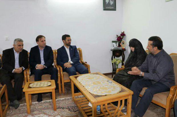 دیدار وزیر ارتباطات و فناوری اطلاعات و استاندار گیلان با خانواده شهید حسن عشوری