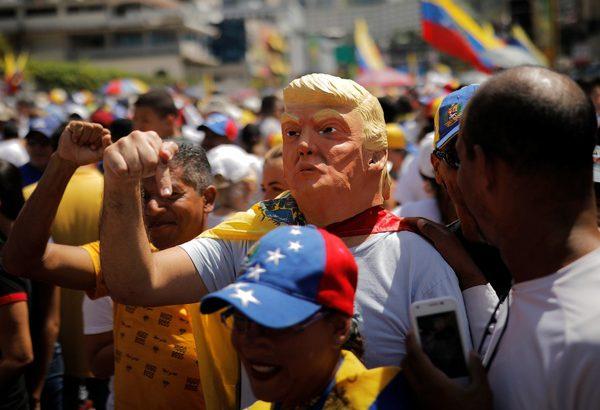 دادخواست بیش از ۱۳ میلیون ونزوئلایی برای حفظ حاکمیت ملی