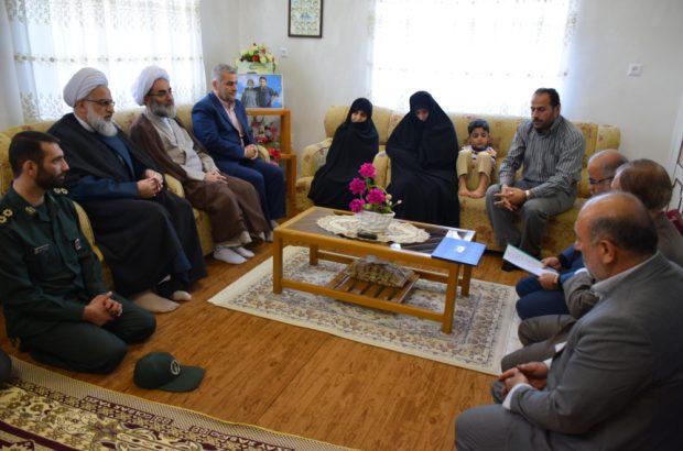 دیدار نماینده ولی فقیه در گیلان با ۴ خانواده معظم شهدا در صومعه سرا