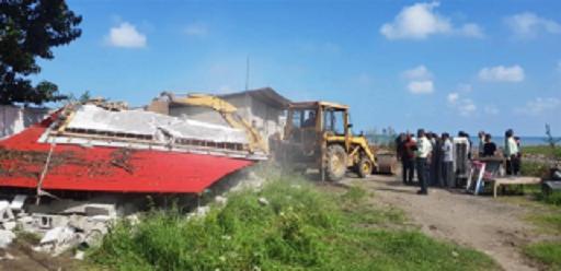 تخریب ساختمان های احداثی در بستر رودخانه اوشیان