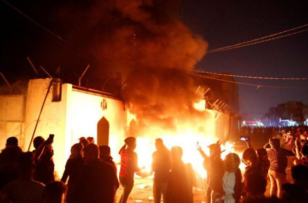کنسولگری ایران در نجف هم به آتش کشیده شد/العربیه عربستان حملات را زنده پخش کرد!