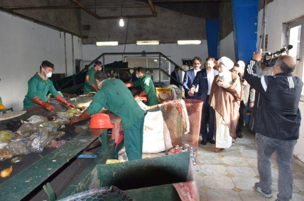 بازدید نماینده ولی فقیه در گیلان از کارخانه بازیافت و پسماند سراوان رشت