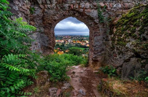 مرمت سفال های باستانی کشف شده از قلعه صلصال تالش