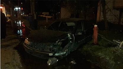 برخورد شدید خودروی سواری با تیر برق در رشت