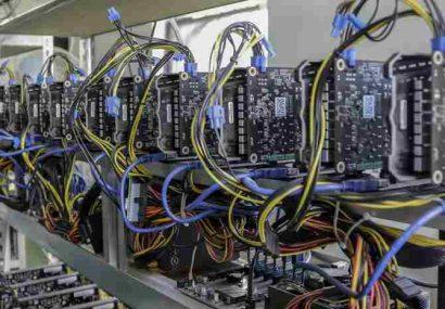 کشف بیش از ۱۴۰ دستگاه استخراج رمز ارز از یک شرکت تولیدی در رشت