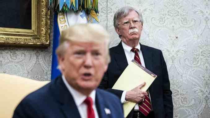 افشاگری های بولتون ترامپ را به زیر می کشید یا موجب ابقاء وی می شود؟/واقعیت چیز دیگری است!
