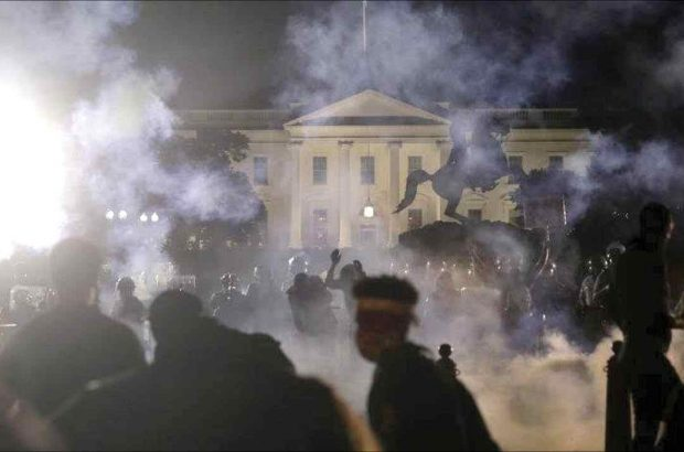 کاخ سفید در محاصره خشم معترضان/از گمانه زنی توافق ترامپ با دموکرات ها تا احتمال تعویق یکساله انتخابات!