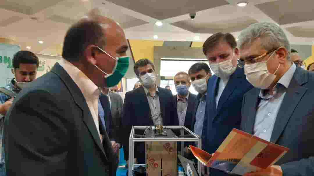 معاون رئیس جمهور از نمایشگاه محصولات فناورانه دانشگاه گیلان بازدید کرد