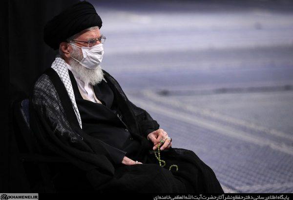 تصاویر دیدنی از عزاداری تک نفره رهبر انقلاب در حسینه امام