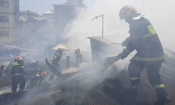 بی احتیاطی یک ایزوگام کار یک خانه را در رشت به آتش کشید