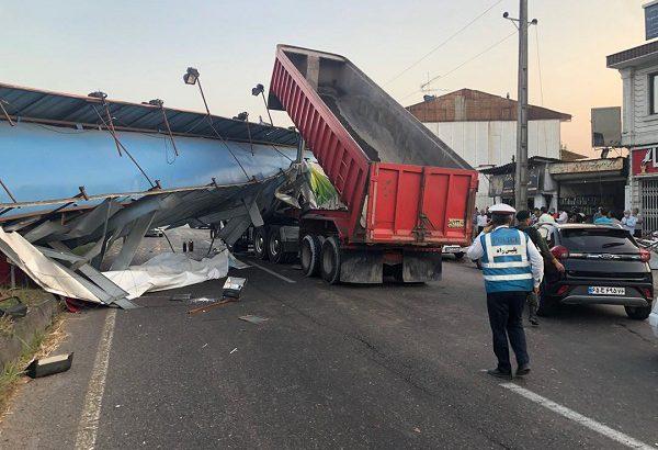 دلیل برخورد تریلی با پل عابر پیاده در محور آستانه به لاهیجان اعلام شد