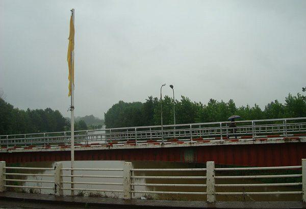 پل تولمشهر در معرض تخریب است/نشست ۲۰ سانتی متری پایه های پل تولمهشر/اعتبارات شهرستان جوابگو نیست