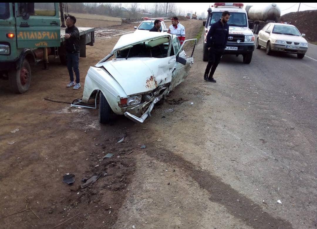 جزئیات تصادف شدید در محور صومعه سرا به ضیابر/۱۰ مصدوم بر اثر تصادف کامیون با پراید و پیکان